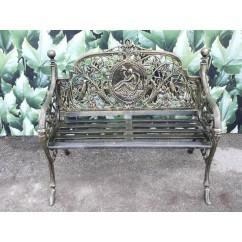 Quoi de plus propice au rêve que ce banc de jardin ancien - Maison d'un Rêve… ?